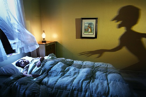 the origin of peoples nightmares Often people report having similar dreams -- they are being chased, fall off a cliff, or appear in public naked these types of dreams are likely caused by a hidden stress or anxiety while the dreams may be similar, experts say the meaning behind the dream is unique to each person therefore, many experts.
